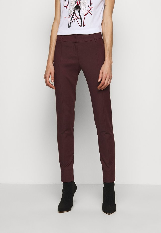 LOW FIT PANT - Broek - violet swan