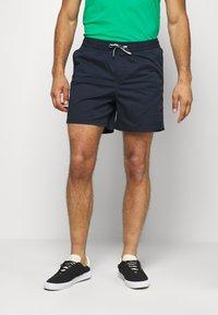 Jack & Jones - JJIFREE JJJOGGER - Shorts - navy blazer - 0