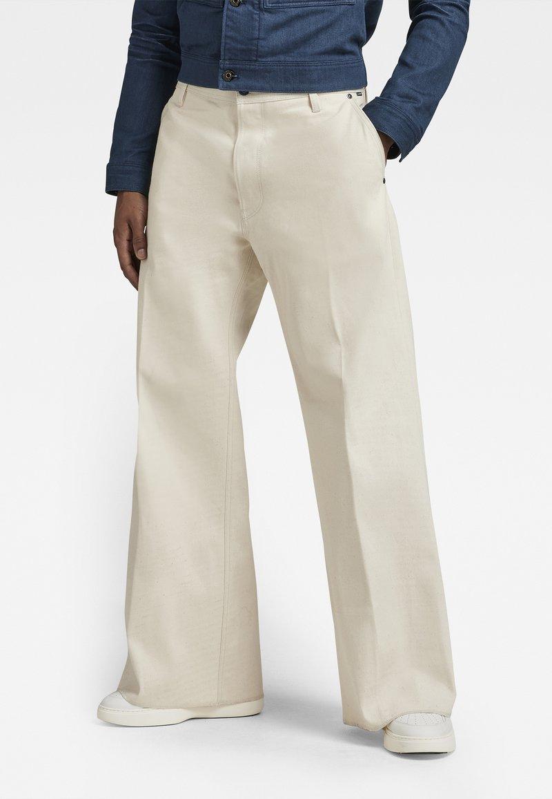 G-Star - GRIP 36 LOOSE - Flared Jeans - relz ecru denim o raw denim
