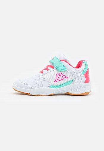 DROUM II UNISEX - Sportschoenen - white/pink