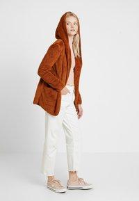 ONLY - ONLNEW CONTACT HOODED - Summer jacket - caramel café - 1