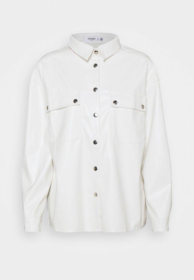POCKET DETAIL - Button-down blouse - white