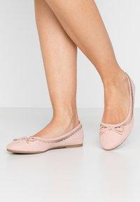 Dorothy Perkins - PIPPA SCALLOP ROUND TOE  - Ballet pumps - blush - 0