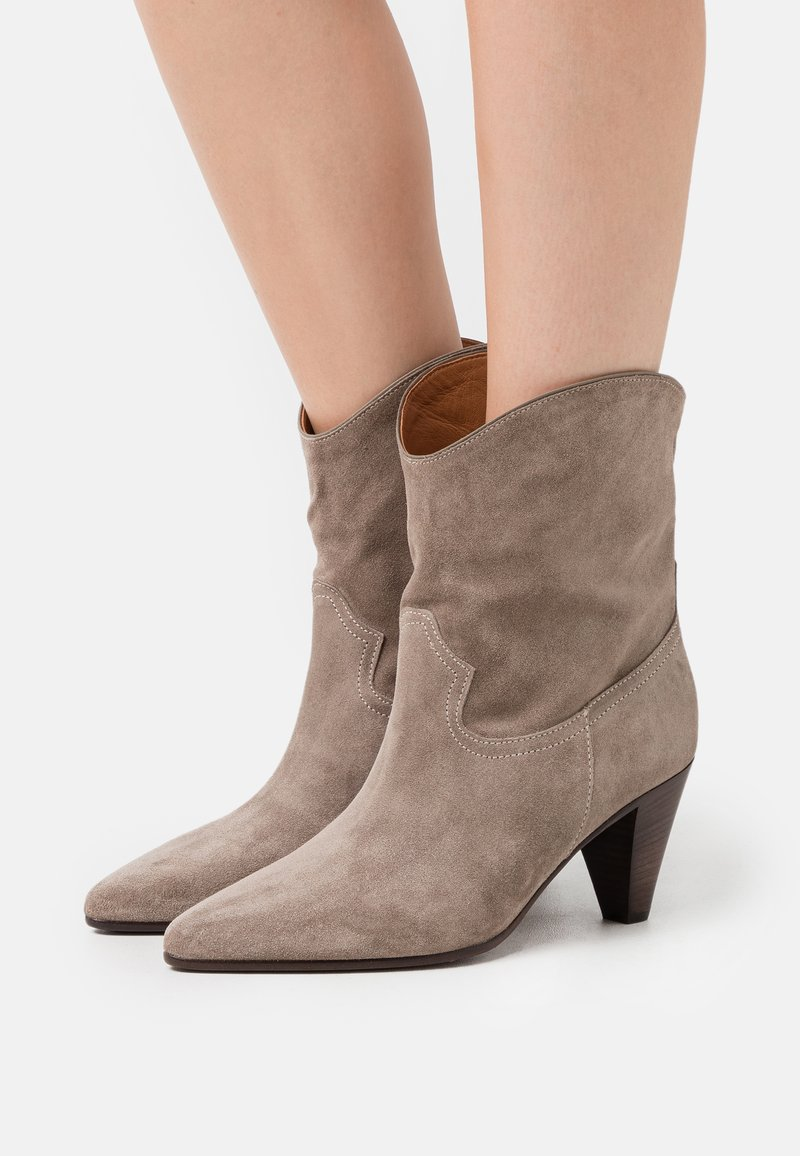CLOSED - LICORICE - Cowboy/biker ankle boot - clay