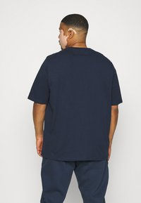 Tommy Jeans Plus - TIMELESS SCRIPT TEE - Print T-shirt - twilight navy - 2