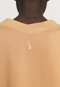Nike Performance - OFF MAT - Sweatshirt - praline/shimmer - 4