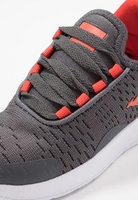 KangaROOS - KF FLEX - Sneakers - steel grey/red - 2