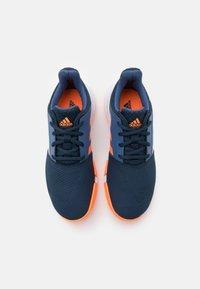 adidas Performance - COURTJAM XJ UNISEX - Zapatillas de tenis para todas las superficies - crew navy/orange/crew blue - 3