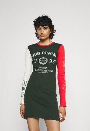 DRESS - Robe en jersey - green