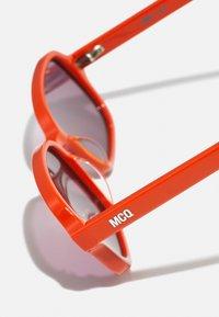 McQ Alexander McQueen - UNISEX - Occhiali da sole - orange/violet - 2