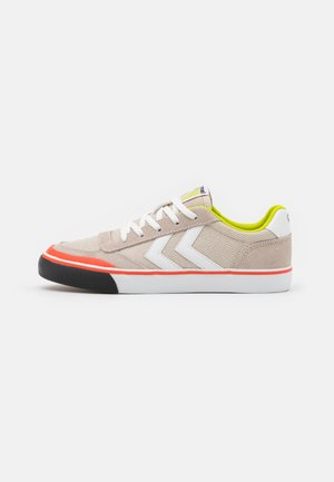 STADIL BALISTIC 3.0 UNISEX - Trainers - grey/white/red