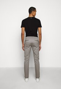 J.CREW - MENS PANTS - Chinos - vintage dove - 3