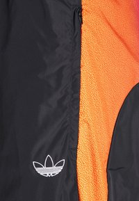 adidas Originals - SPRAY UNISEX - Pantaloni sportivi - black - 7