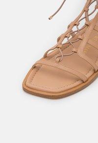 Stuart Weitzman - KORA LACE UP - Sandalen met enkelbandjes - tan - 6