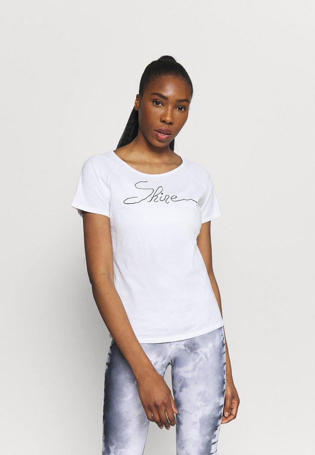 SHINE - Printtipaita - white