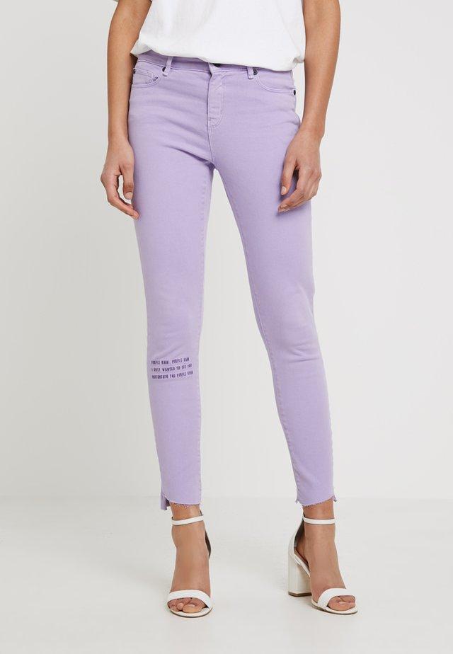 ALEXA ANKLE - Slim fit -farkut - bright purple