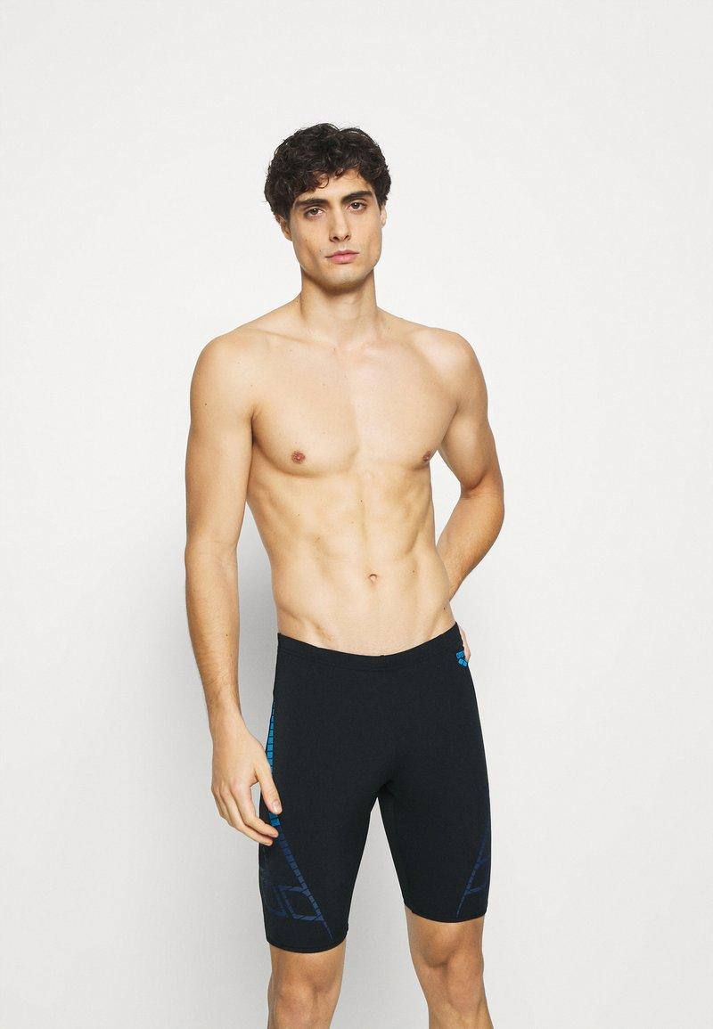 Arena - SHINER JAMMER - Swimming trunks - black