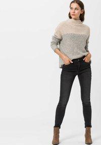 BRAX - SHAKIRA - Jeans Skinny Fit - used dark grey - 1