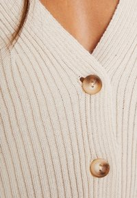 Missguided Petite - SKINNY CROPPED CARDIGAN - Cardigan - beige - 5