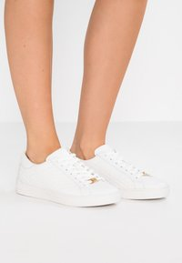 MICHAEL Michael Kors - COLBY - Sneakers laag - optic white - 0