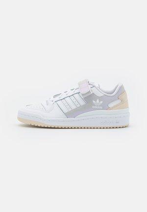 FORUM LOW  - Sneakersy niskie - white