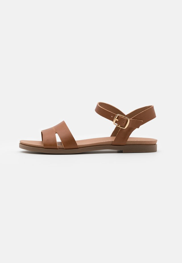 WIDE FIT GREAT - Sandales - tan
