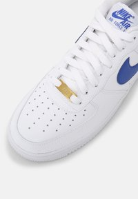 Nike Sportswear - AIR FORCE 1 '07 - Matalavartiset tennarit - white/game royal - 4