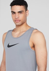 Nike Performance - CROSSOVER - Tekninen urheilupaita - grey - 3