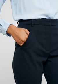 Fiveunits - ANGELIE - Trousers - navy zinni - 5
