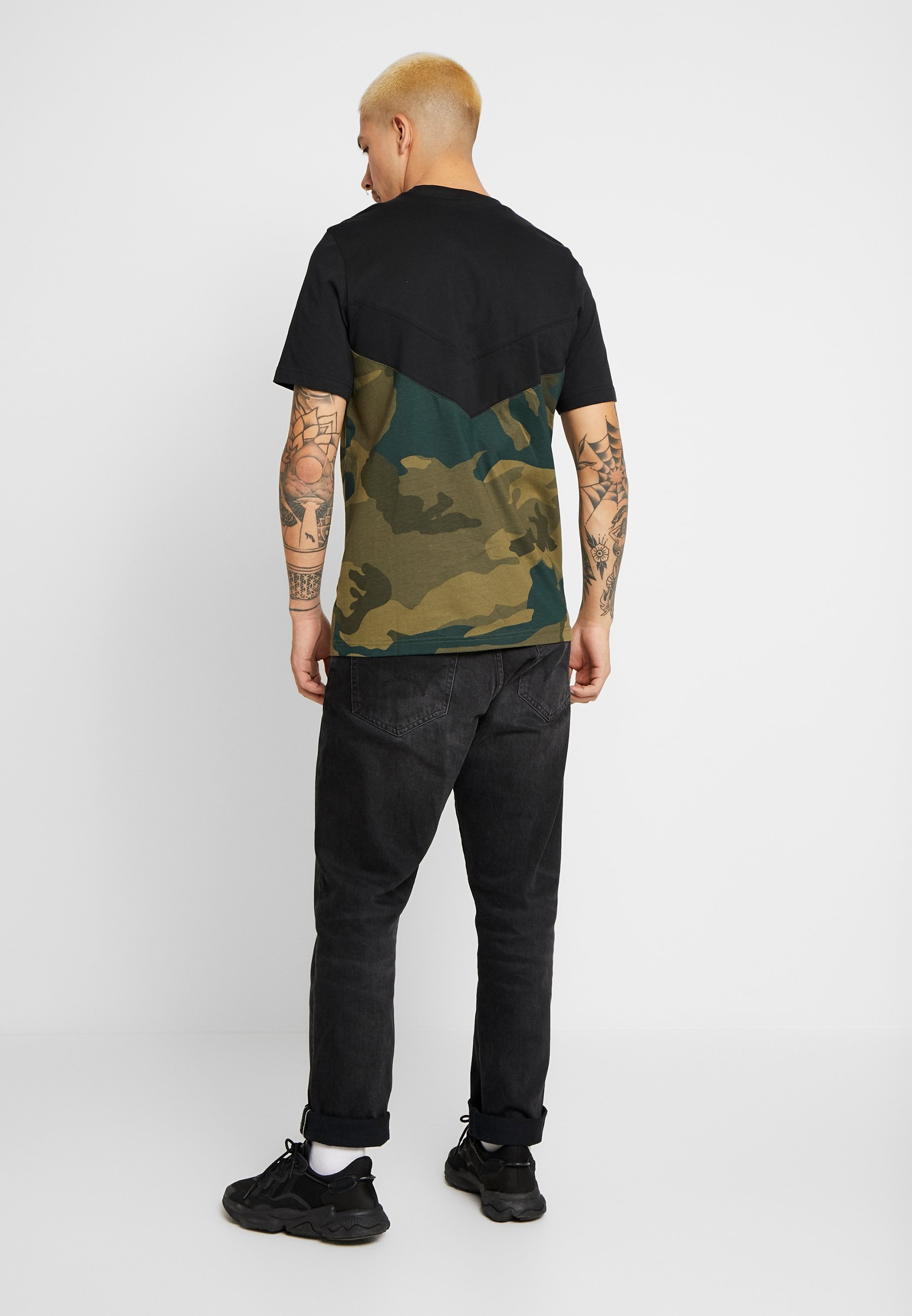 adidas Originals CAMO BLOCK SHORT SLEEVE GRAPHIC TEE - Print T-shirt - black/multicolor cdJNX