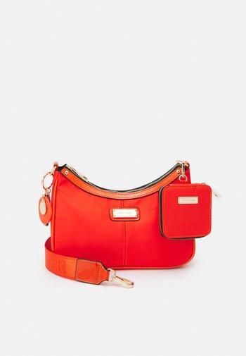 SET - Across body bag - orange