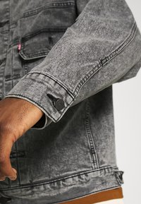 Levi's® - MODERN TYPE 2 TRUCKER - Cowboyjakker - grey denim - 6