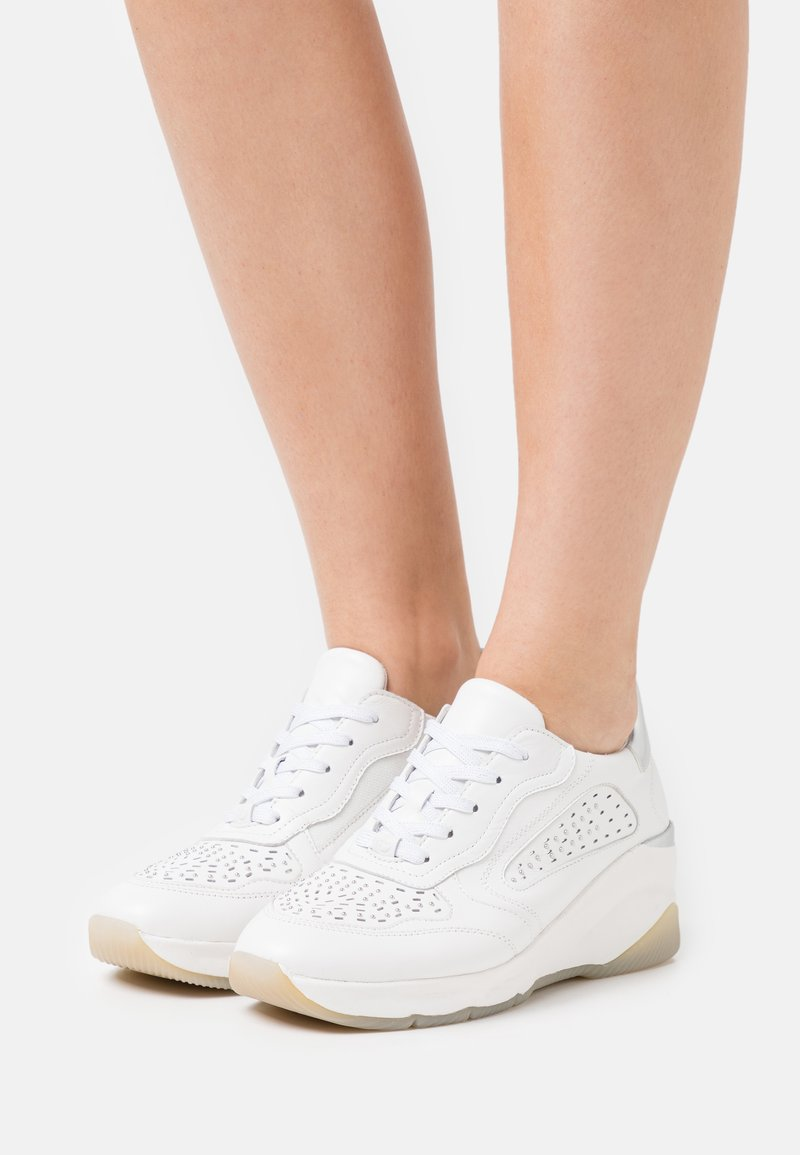 Tamaris Pure Relax - LACE UP - Joggesko - white
