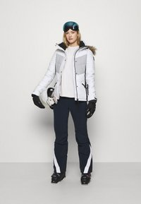 Superdry - SNOW LUXE PUFFER - Kurtka narciarska - white - 1