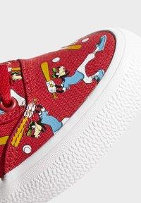 adidas Originals - DISNEY SPORT GOOFY - Skate shoes - red - 8
