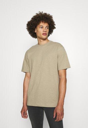 ONSANDREW LIFE TEE - T-shirt med print - chinchilla