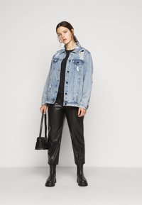 Simply Be - RIPPED OVERSIZED JACKET - Denim jacket - stonewash - 1