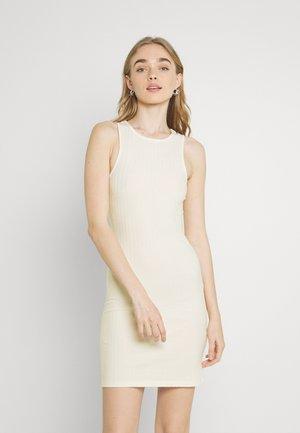 PCTIANA DRESS - Pletené šaty - buttercream
