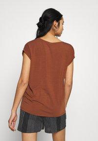 Vero Moda - VMAVA VNECK TEE  - T-shirt basic - tortoise shell - 2