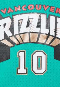 Mitchell & Ness - NBA VANCOUVER GRIZZLIES MIKE BIBBY NAME NUMBER CREWNECK - Article de supporter - teal - 6