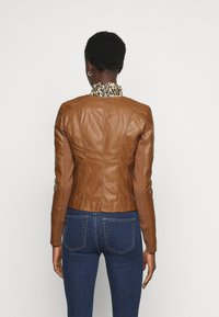 Vero Moda Tall - VMRIAFAVO SHORT COATED JACKET - Faux leather jacket - cognac - 2