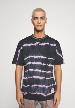 TIE DYE LINES TEE - Print T-shirt - black