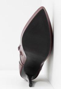Zign - Kotníková obuv na vysokém podpatku - bordeaux - 6