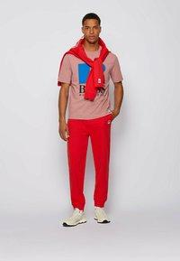 BOSS - Print T-shirt - light pink - 1