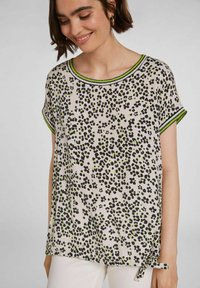 Oui - IM ANGESAGTEM  - Print T-shirt - light grey green - 3