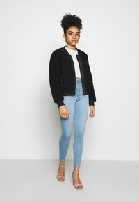 Missguided Petite - VICE HIGH WAISTED - Jeans Skinny Fit - stonewash - 1