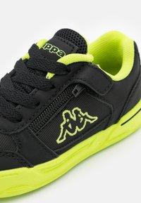 Kappa - UNISEX - Sports shoes - black/lime - 5