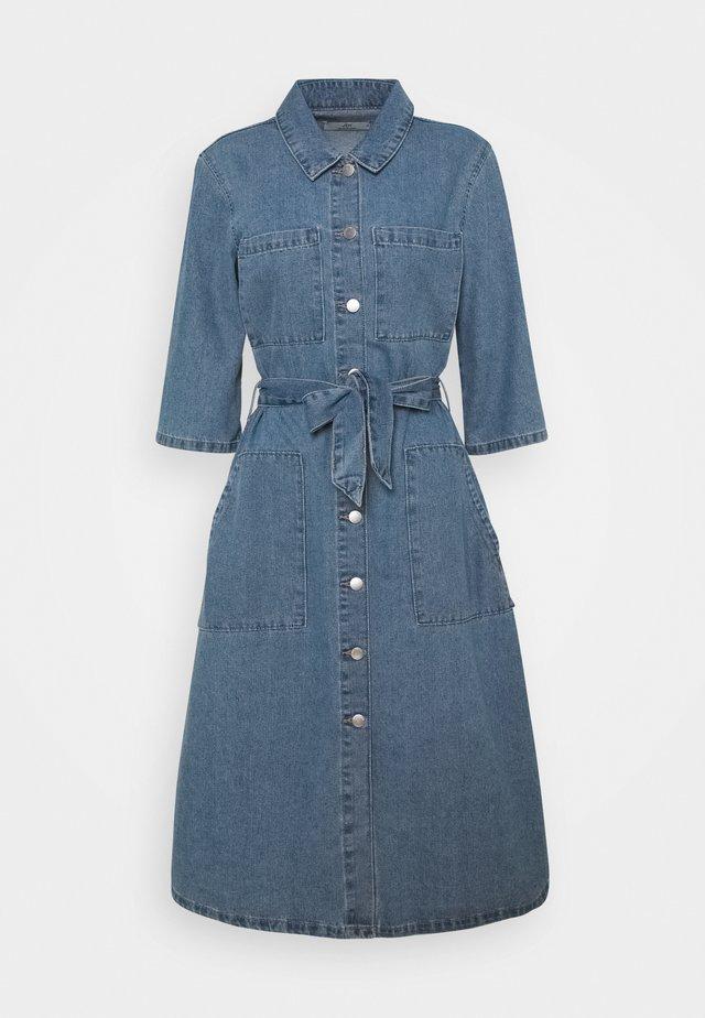 JDYATHENA BELT DRESS - Vestito di jeans - light blue denim