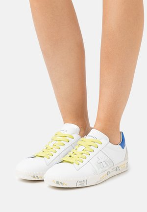 ANDY - Trainers - white/blue
