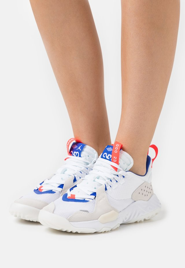 DELTA - Sneakers laag - white/hyper royal/bright crimson/sail